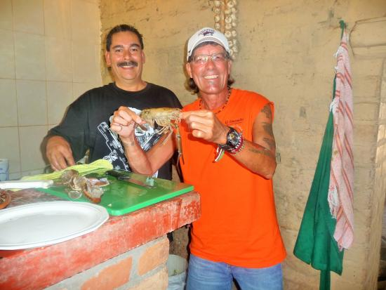 El Tuito, Meksyk: Mario showing Fernie how to do the Langostino's
