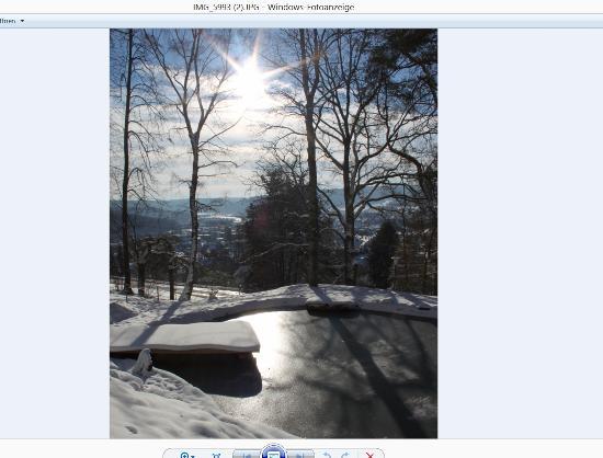 Hotel Franziskushöhe: Naturbadeteich im Winter