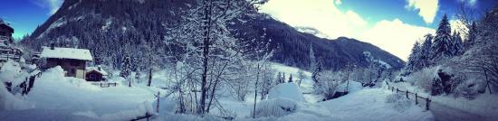 Arvier, Italy: Esterno invernale