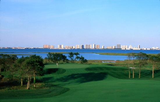 Clarion Resort Fontainebleau Hotel: Golf