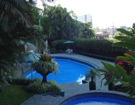 Hotel Villa Tournon: Pool in the back garden