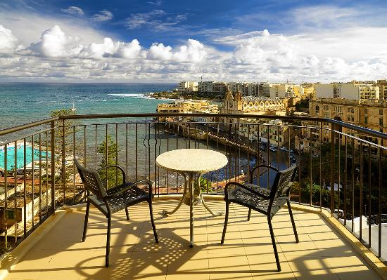 Le Meridien St. Julians: Deluxe room with sea view - Room with a view