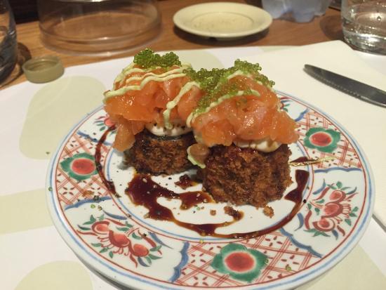 Kome: Maki fritto con philadelphia e salmone con tartare di salmone