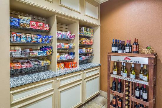 Milpitas, Καλιφόρνια: Pavilion Pantry Snacks