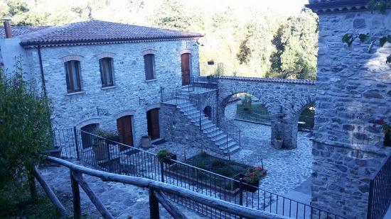 San Severino Lucano, Italy: Vista dal viale d'ingresso
