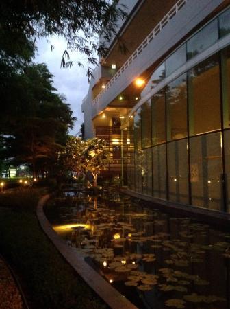 Chatrium Hotel Riverside Bangkok: Nice garden...