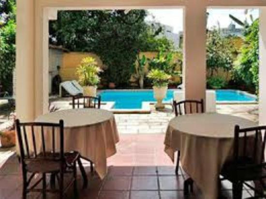 Chez les Rois: breakfast by the pool