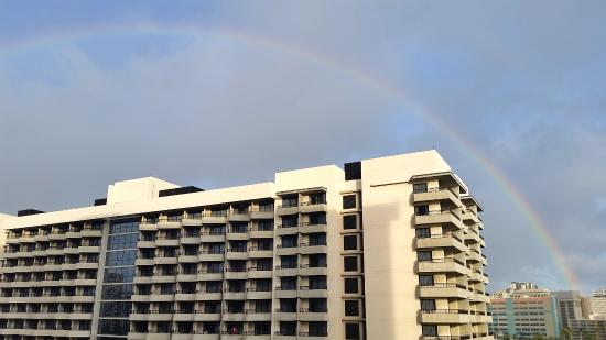 Hale Koa Hotel: The daily rainbow over the north tower as seen from the 6th floor balcony.