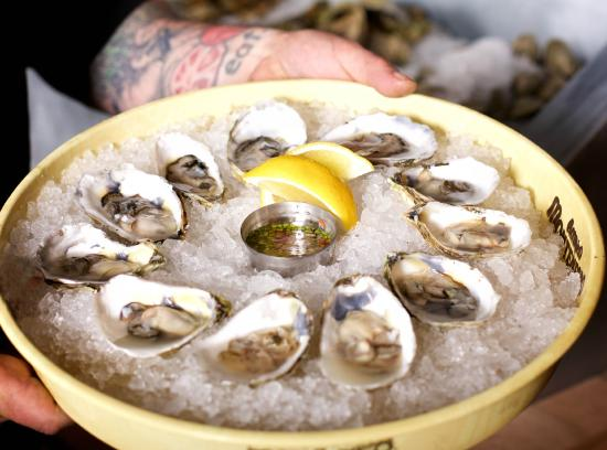 Pittsfield, MA: Raw Bar: Oysters