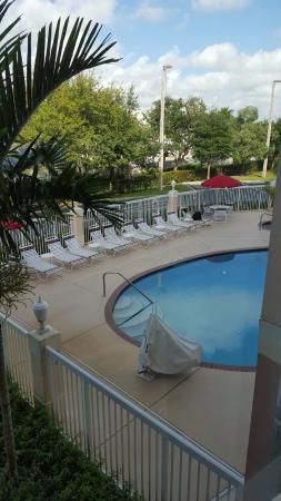 Holiday Inn Express Pembroke Pines-Sheridan St : PISCINA