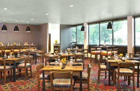 Four Points by Sheraton Scranton : Breakfast & Dinner Served in Electric Grill