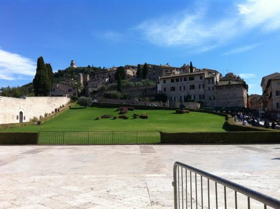 Hotel La Terrazza & SPA: Grounds at the Basiica of St. Francis of Assisi
