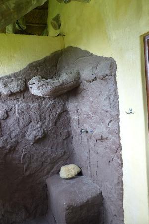 Elephants Footprint Lodge: Outside Shower
