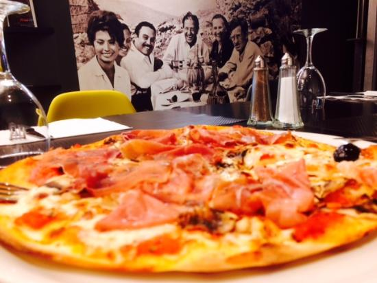 Photo of Italian Restaurant Enzo at 72 Rue Daguerre, Paris 75014, France