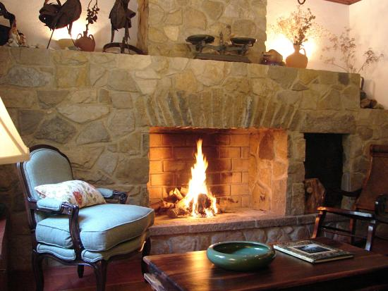 Colares, Πορτογαλία: Fireplace room by the reception