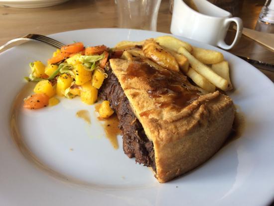 Chaldon Herring, UK: Steak and Ale Pie