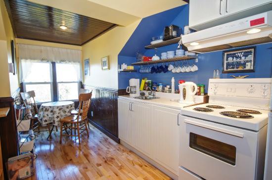 A Tout Venant B&B et Massotherapie: Kitchen, cuisine