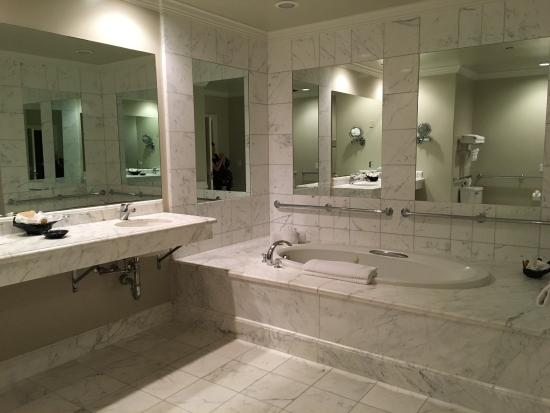Nice Suite with jacuzzi tub