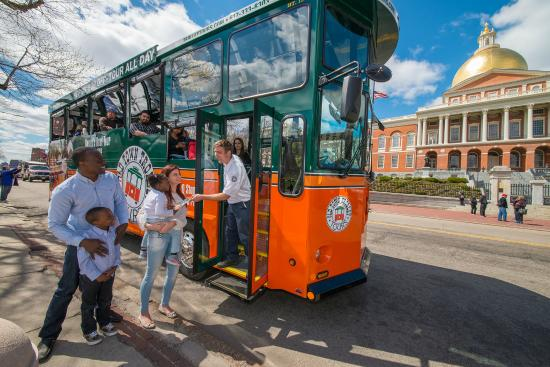 Old Town Trolley Tours: Hop On Hop Off at 20 stops!