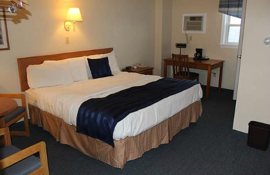 Newport City Inn & Suites: Echo Lake Room, 1 King Bed