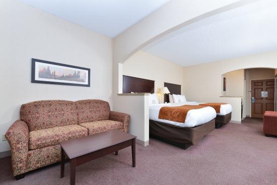 Comfort Suites: 2 Queen Bed Suite