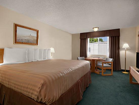 Days Inn Yakima: Standard King Bed Room