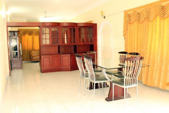 Vcare Service Apartments : Dining Area