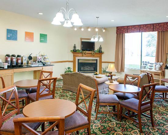 Rushville, IN: Breakfast area