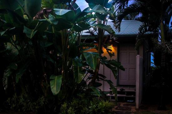 Hale Makai Cottages: Exterior #2