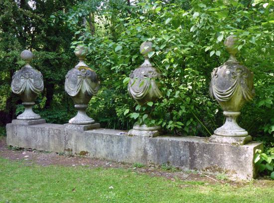 The Gibberd Garden: Four Urns