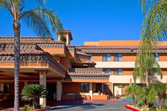 Holiday Inn Express Moreno Valley : Hotel near March ARB