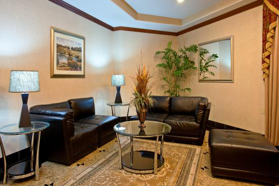 Holiday Inn Express Moreno Valley : Kick back and relax in our welcoming lobby
