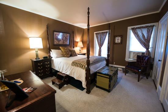 The Admiral Peary Inn Bed & Breakfast : Admiral's Quarters