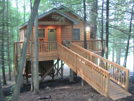 Beaver, WV: The Grand View Treehouse