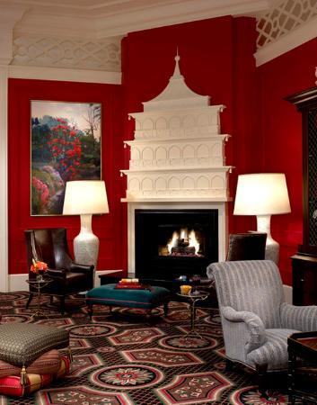 Hotel Monaco Portland - A Kimpton Hotel: Living Room Fireplace