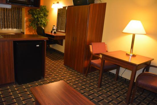 Microtel Inn & Suites by Wyndham Rock Hill/Charlotte Area : Suite Work Area