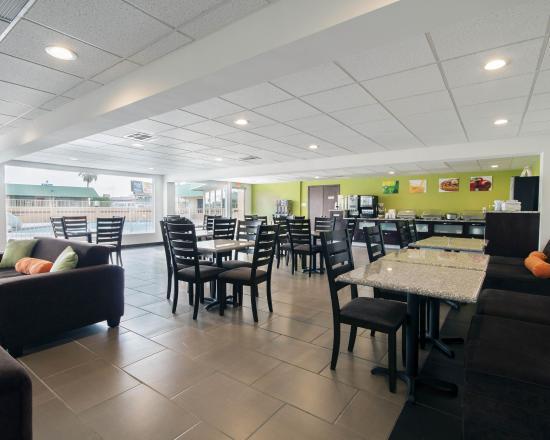 Quality Inn & Suites Airport: TXBREAKFAST
