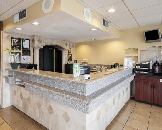 Quality Inn & Suites Airport: TXFRONTDESK