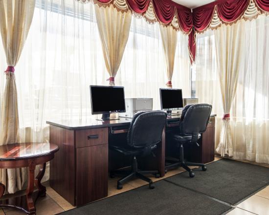 Quality Inn & Suites Airport: TXBUSINESS