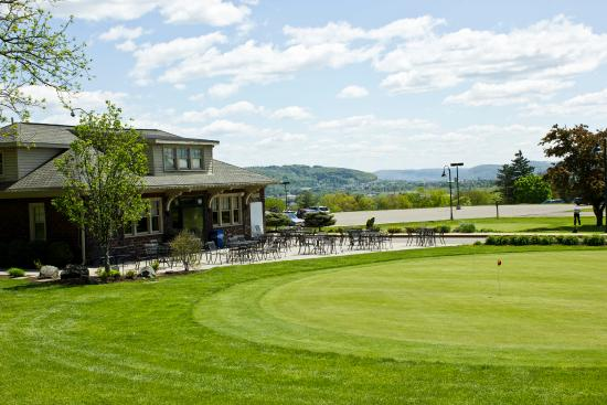 Traditions at the Glen Resort and Hotel - Binghamton/Johnson City: Pro Shop with Putting Green