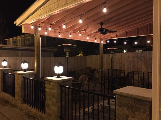 Canal Fulton, OH: Great patio area