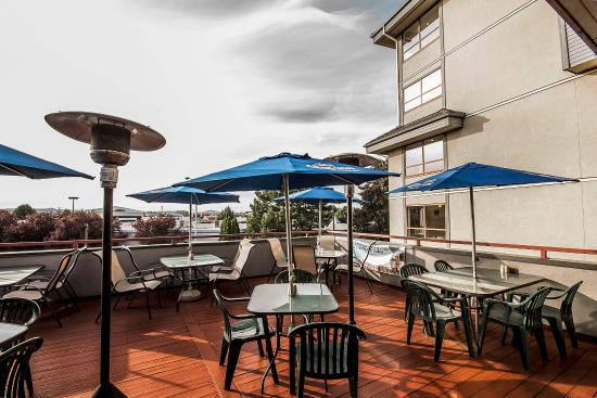Comfort Inn & Suites : Hotel patio