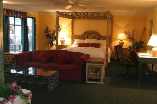 Pacific Inn Resort and Conference Centre: Suite