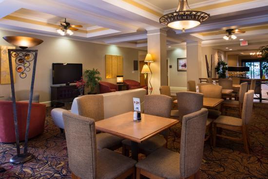Holiday Inn Express Hotel & Suites - Veteran's Expressway: Breakfast Room & Lounge Area