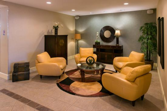 Holiday Inn Express Hotel & Suites - Veteran's Expressway: Lounge in Lobby