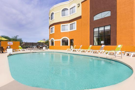 Days Inn & Suites Tucson/Marana: Hotel Spacious Pool