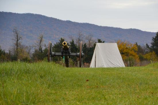 New Market, VA: Civil war gun with army tent