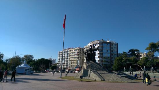 Ataturk Monument: Republic Square