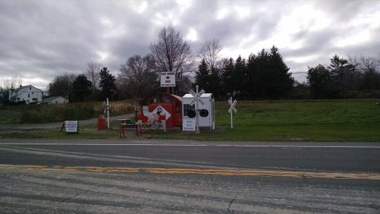 Trumansburg, NY: Black Diamond Hot Dog Stand