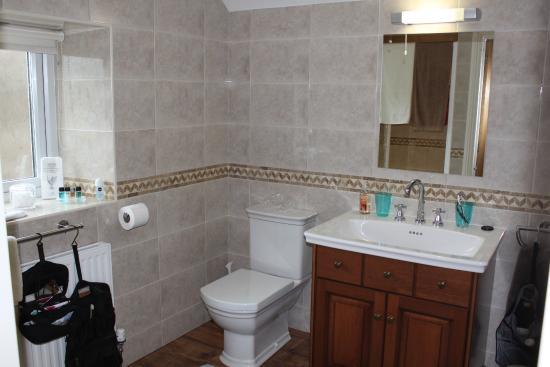 Blankednick Farm: Spacious bathroom